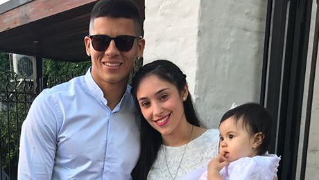 Photo: Man United's forgotten man all smiles with his family