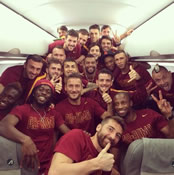 Photo: Ex-Arsenal and Chelsea stars pose in massive team plane shot