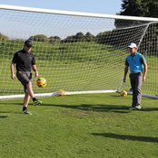 Photo: Man Utd's Wayne Rooney plays keep-ups with Rory McIlroy