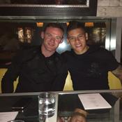 Photo: Marcos Rojo poses with Man Utd captain Wayne Rooney
