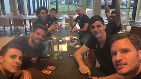 Photo: Jan Vertonghen all smiles with former Tottenham team-mate ahead of clash