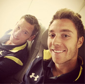 Photo: Christian Eriksen poses with Jan Vertonghen ahead of Tottenham trip