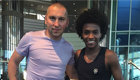 Willian poses for photo with Poland legend