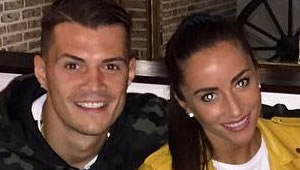 Photo: New Arsenal signing enjoys lunch with his stunning girlfriend