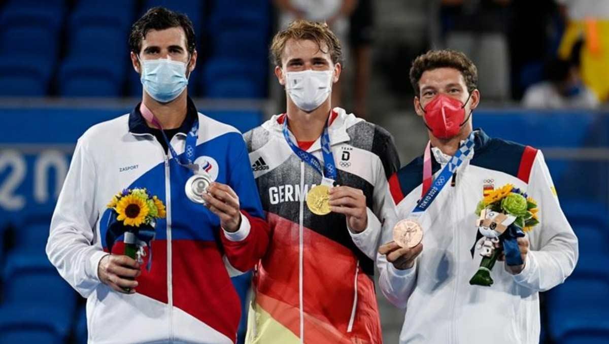 Alexander Zverev claims men's singles gold (Photo: Kopatsch/Sato/Sijordak for the ITF)